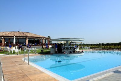 ayri-hotel-parma-piscina